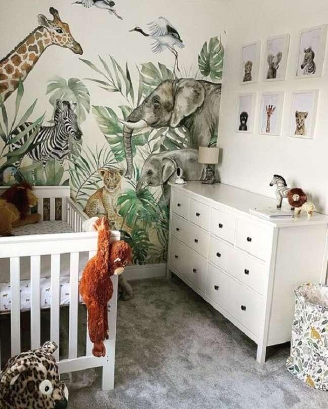 47. Quadros e papel de parede formam a combinação perfeita na decoração. Fonte: Etsy