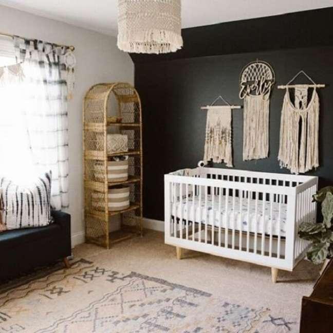 9. A decoração de quarto de bebê safári pode contar com elementos em palha, madeira e macramê. Fonte: Revista Viva Decora