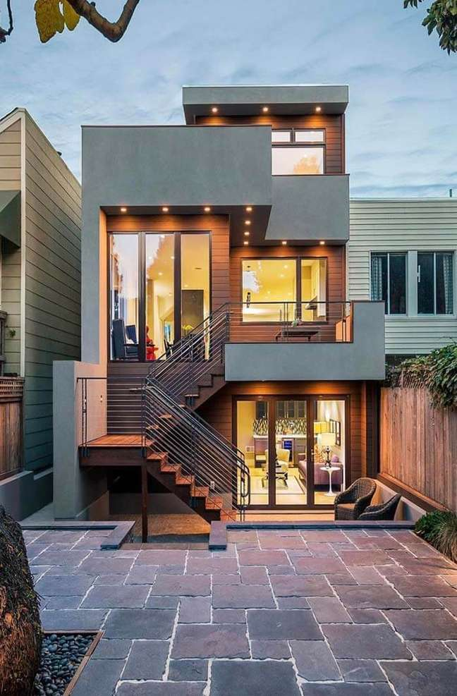 4. Cores de fachada para casas industriais com pintura cinza e revestimento de madeira – Foto Pinterest