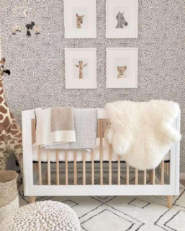 46. Quadros decorativos trazem charme para o quarto de bebê safári. Fonte: Peachly