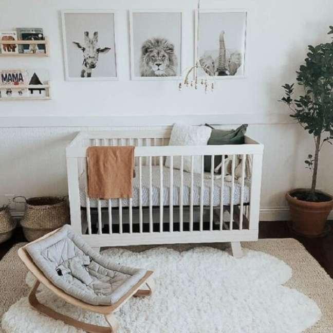 41. Os quadros podem substituir o papel de parede na decoração de quarto de bebê safári. Fonte: Revista Viva Decora