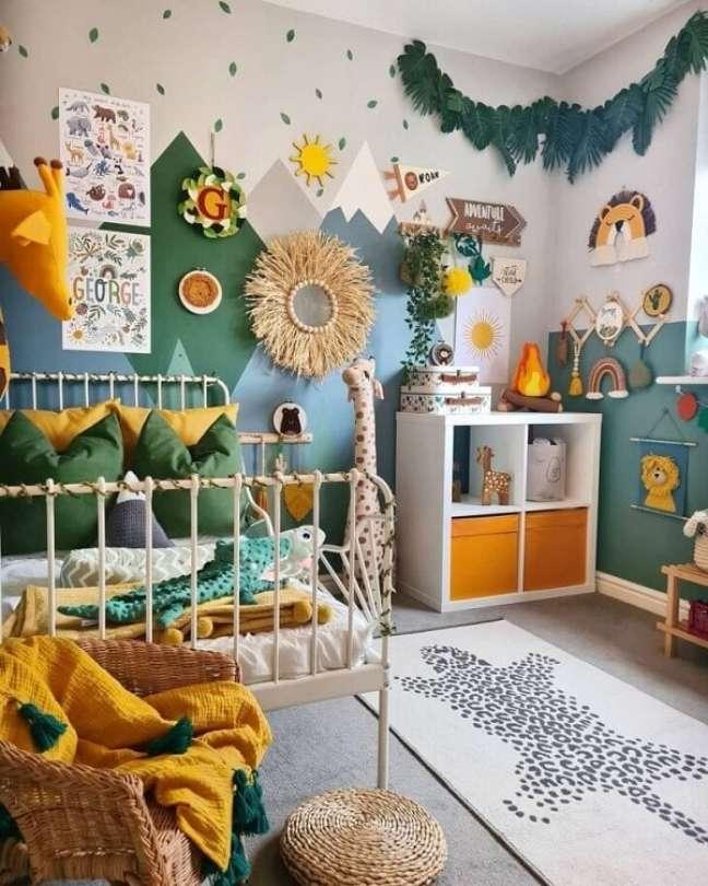 48. Quarto de bebê decoração safári repleto de cores e texturas. Projeto de Nicole