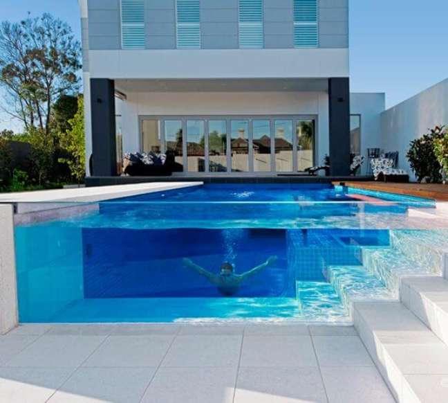 69. As piscinas modernas são lindas com a borda de vidro – Foto Pinterest