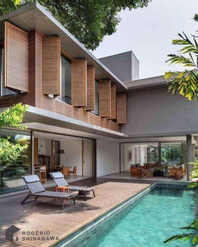 66. Cores para fachadas de casas com janelas de madeira – Foto Rogerio Shinagawa
