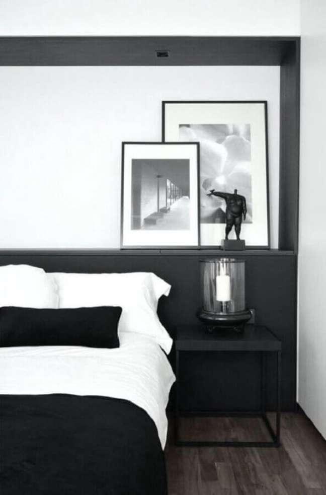 7. Decoração com quadros para quarto preto e branco de casal – Foto: Macho Moda