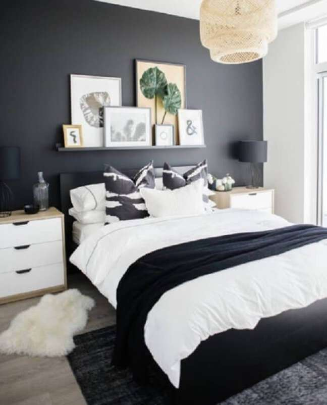40. Lustre rústico para decoração de quarto preto e branco – Foto: Liliana Zenaro Interiores