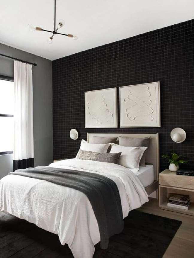 44. Papel de parede para quarto preto e branco decorado com criado mudo de madeira – Foto: Home Fashion Trend