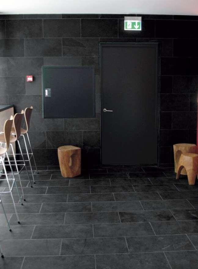 52. Cozinha com pedra ardósia preta na decoração – Foto Venezia Store