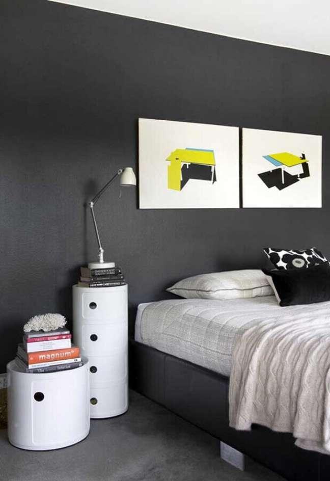 10. Decoração com quadros de quarto preto e branco minimalista – Foto: Pinterest