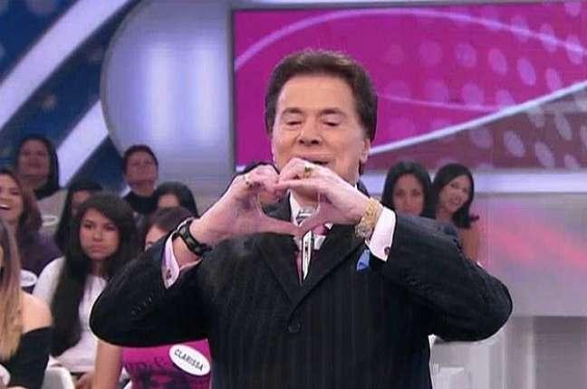O apresentador Silvio Santos fazendo um coração com as mãos - Reprodução