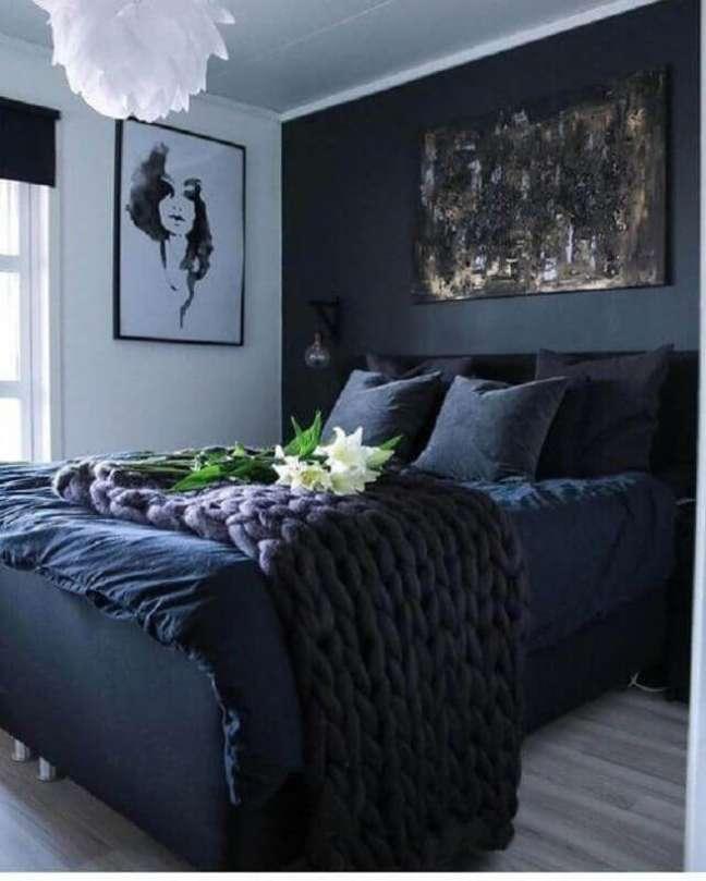 14. Decoração de quarto de casal preto e branco com peseira de maxi crochê – Foto: Cigal Kaplan Interiors