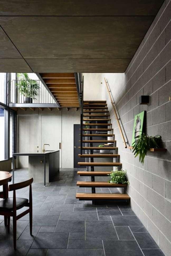 31. Casa com piso de ardósia preta na decoração – Foto Casa Vogue