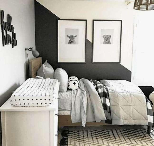 33. Decoração simples para quarto preto e branco solteiro com meia parede pintada – Foto: Pinterest
