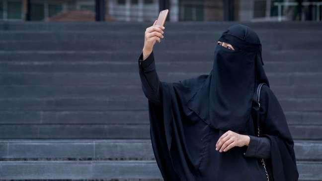 Diferentemente da burca, o niqab possui uma abertura na região dos olhos