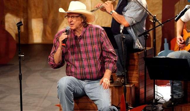 Sérgio Reis durante gravação do programa 'Viola Minha Viola' na TV Cultura