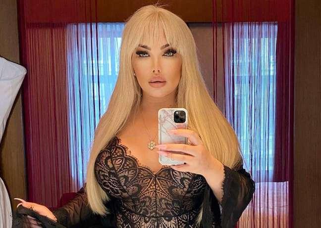 A trans Jessica Alves, antes conhecido como Ken humano, fará mais uma cirurgia de mudança de sexo.