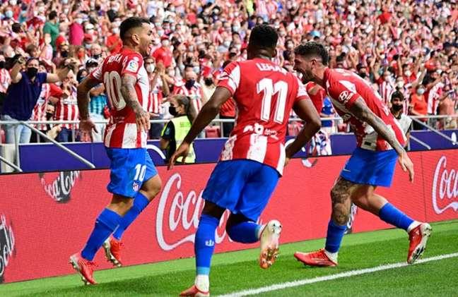Ángel Correa marcou o gol do Atlético de Madrid neste domingo, contra o Elche (Foto: JAVIER SORIANO/AFP)