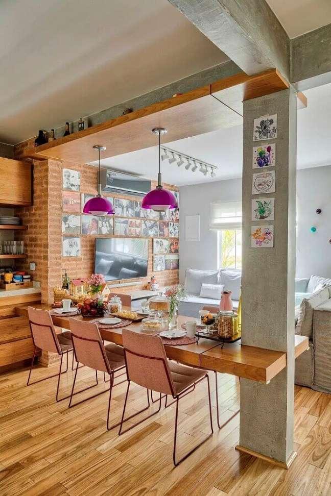 57. Parede de tijolinho a vista para decoração de cozinha aberta com sala – Foto: Rafael Renzo