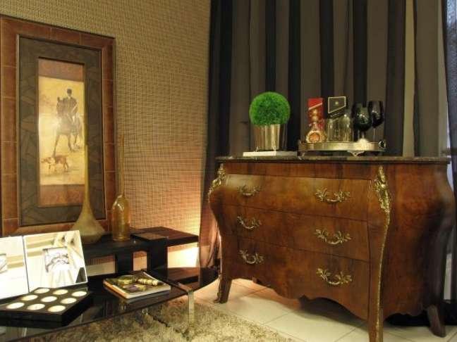 44. Puxadores vintage para móveis de madeira com detalhes dourados – Foto Symon Hilgemberg Santos