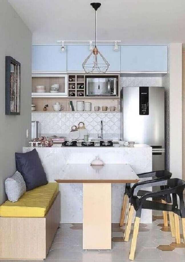 6. Mesa branca para decoração de cozinha aberta pequena – Foto: Decor Fácil