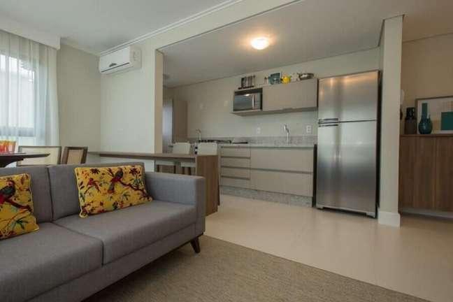 31. Decoração clean para cozinha aberta com sala de estar – Foto: Rico Mendonça
