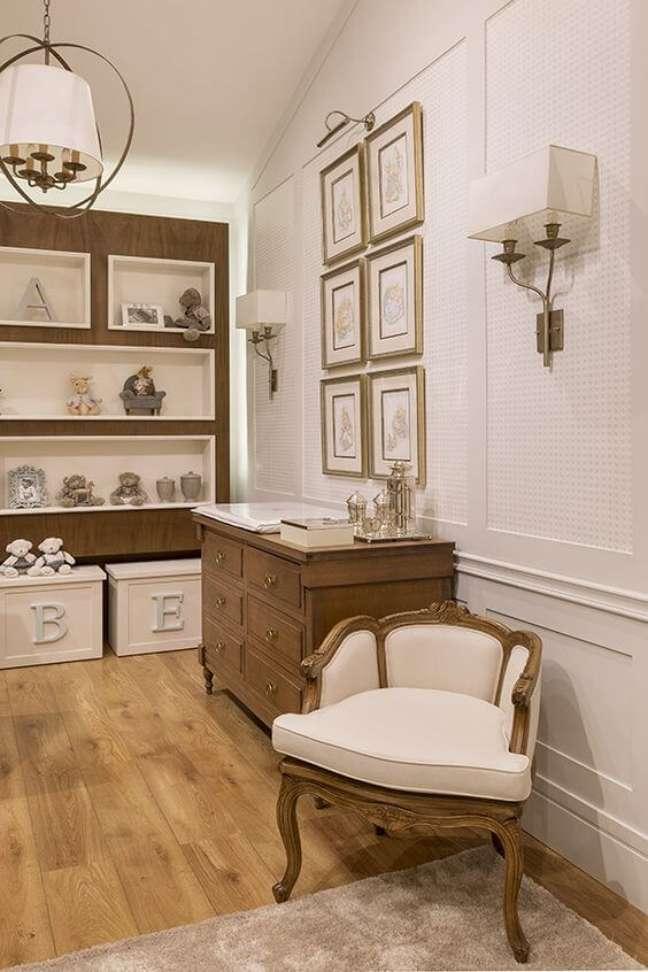 25. Moldura de isopor para parede de quarto de bebê estilo vintage e sofisticado – Foto Julia Ribeiro Design Ri Pô Pi