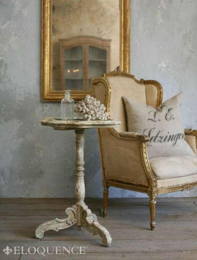 23. Mesa lateral provençal branca para sala clássica – Foto Eloquence
