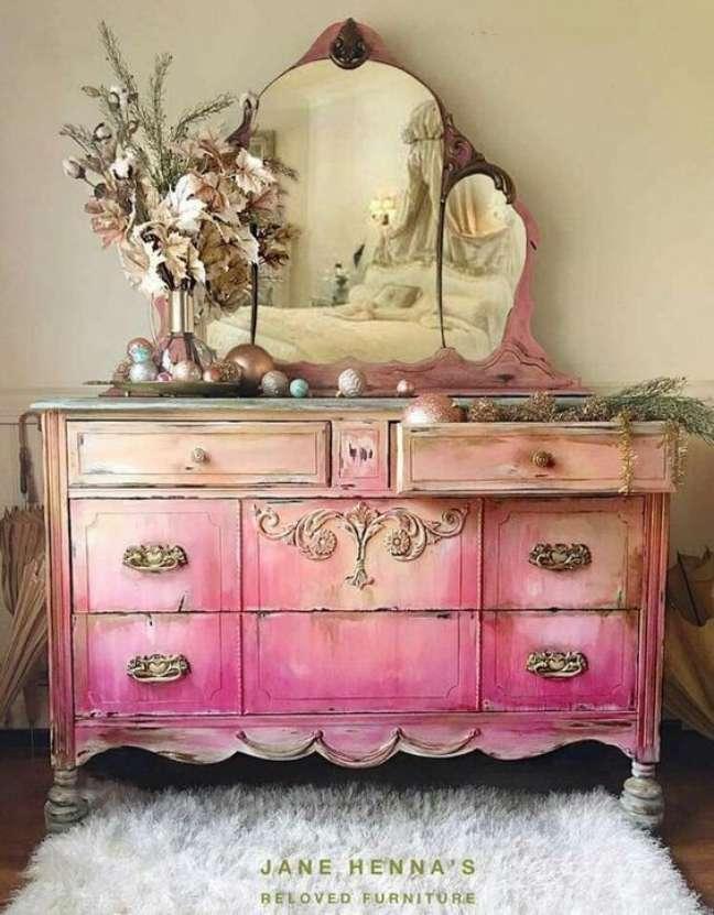 42. Penteadeira vintage cor de rosa – Foto Jane Hennas