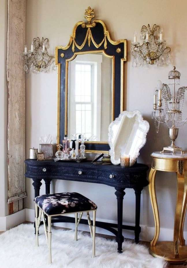 30. Moveis vintage na cor azul marinho e dourado e puxadores de brilhos – Foto Etsy