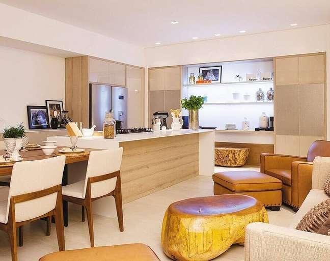 14. Armários planejados para decoração de cozinha aberta com salas integradas – Foto: Sônia Nasrala