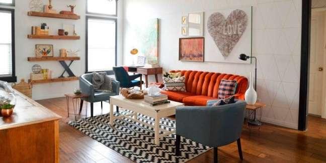 17. Decoração de sala de estar com móveis vintage e coloridos – Foto Vintage Revival