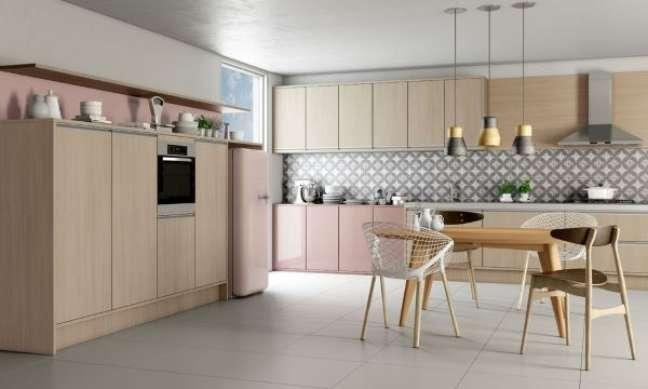 12. Cozinha com móveis vintage de madeira e cor de rosa – Foto Favorita Movdecor Favorita