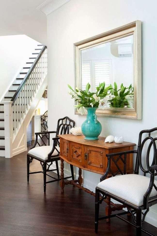 20. Hall de entrada decorado com móveis vintage – Foto Simple Details Blog