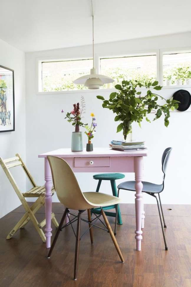 52. Reforma de móveis vintage para sala de jantar colorida – Foto Bolig Magasinet