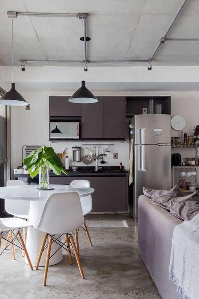 45. Decoração industrial para cozinha aberta com sala de estar e jantar integrada – Foto: Home Fashion Trend