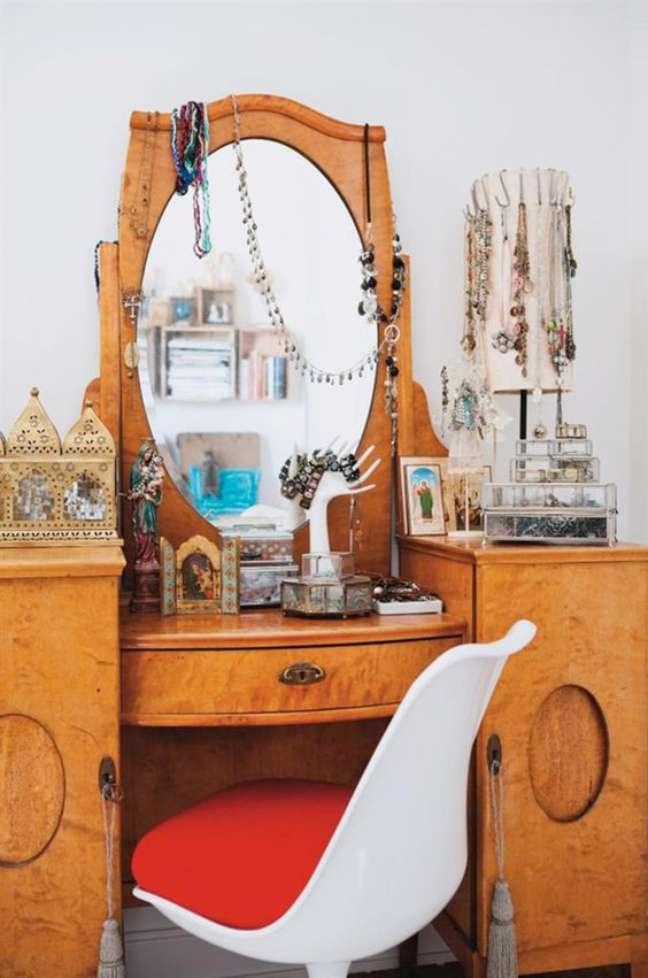 26. Móveis vintage com cadeira moderna – Foto Pernilla Hed