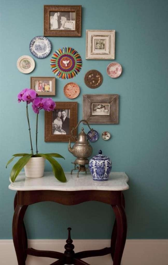 61. Casa decorada com móveis vintage de madeira – Foto Juliana Pippi