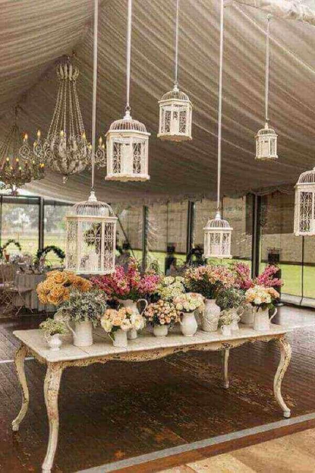14. Decoração com móveis vintage para festa de casamento – Foto Photo By Luxe Events – Wedding Planners