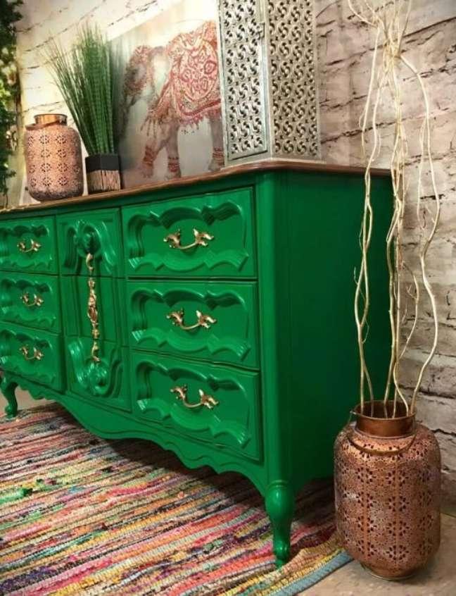 21. Invista nos móveis vintage coloridos para alegrar sua decoração – Foto Almanaque da Mulher