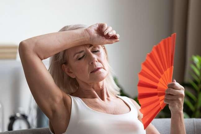 Ondas de calor são sintomas da menopausa