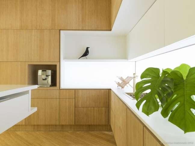17. A madeira traz uma sensação de aconchego na cozinha. Projeto de Marilia Pellegrini