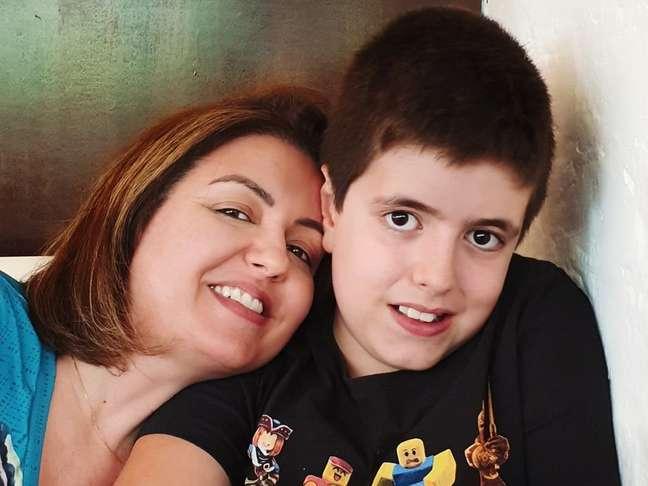 Andréa Werner decidiu matricular seu filho Theo na escola regular depois de se decepcionar com a educação especializada