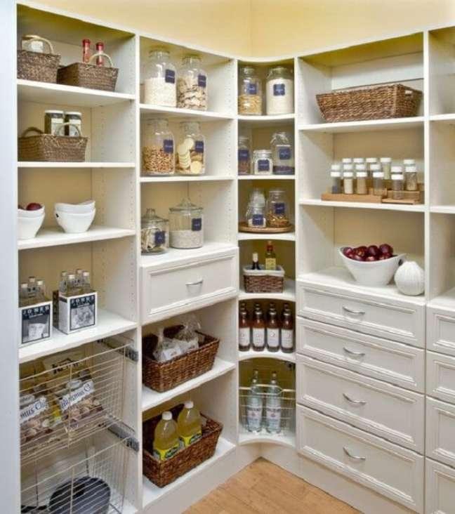 2. Não deixe que os alimentos percam a validade no armário. Projeto de José Antonio Delphino