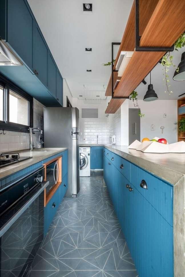 15. Feng Shui cozinha: a cor azul traz calmaria para o cômodo. Projeto de Rua 141 Arquitetura