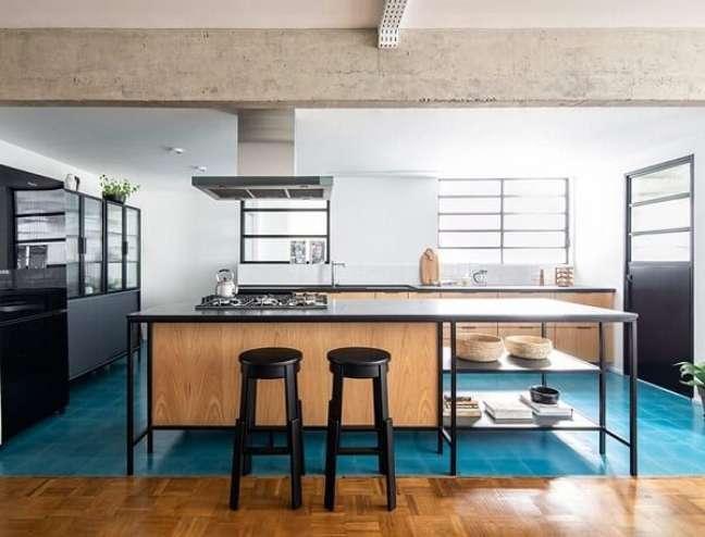 19. As janelas favorecem a entrada de luz e vento na cozinha. Projeto de INÁ Arquitetura