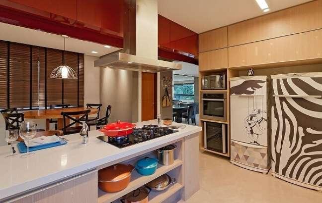 28. Feng Shui cozinha: mantenha os nichos e armários organizadas. Projeto de Isabela Bethonico