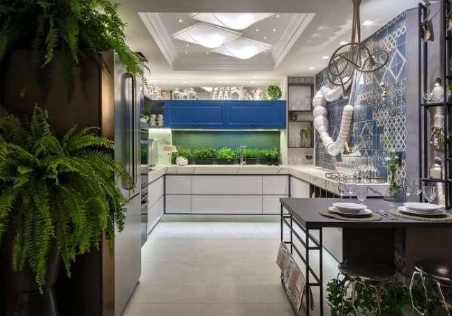 16. Feng shui cozinha: as plantas trazem boas energias para o ambiente. Fonte: Morar Mais Por Menos Goiânia 2017