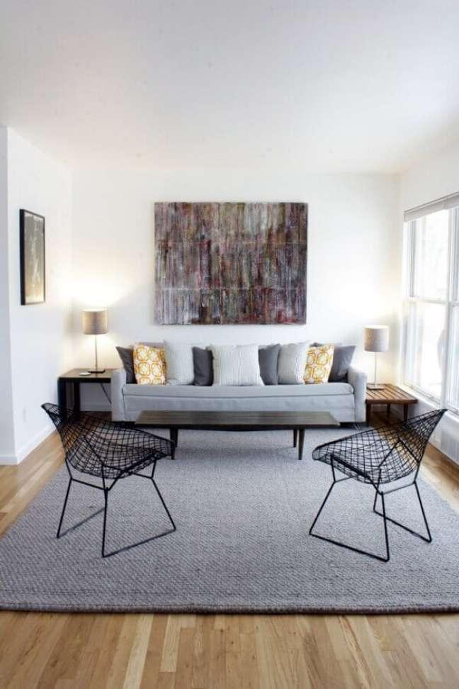 6. Decoração estilo escandinavo para sala com almofadas para sofá cinza claro – Foto: Adam Smith Studio