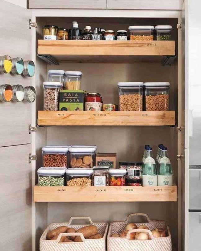 3. Feng Shui cozinha: evite guardar pequenas proporções de alimentos em grandes recipientes. Fonte: marthastewart.com