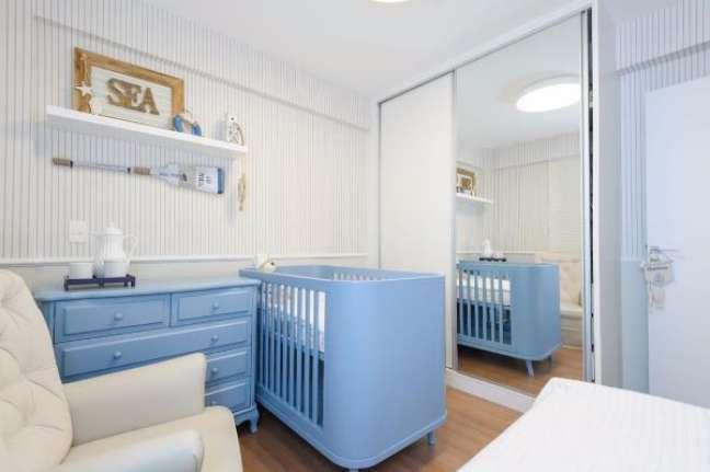 2. Quarto de bebe azul com rodameio branco – Foto Natalia Queiroz e Bruna Raid